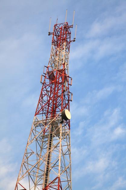 テレコミュニケーションラジオアンテナタワー Premium写真