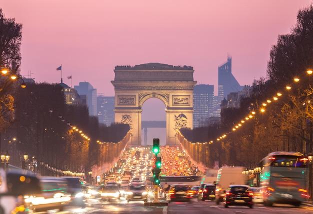 凱旋門シャンゼリゼパリフランス Premium写真