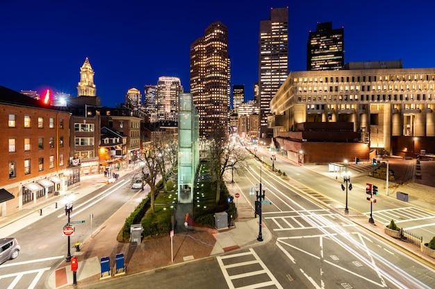 Городской закат бостона Premium Фотографии