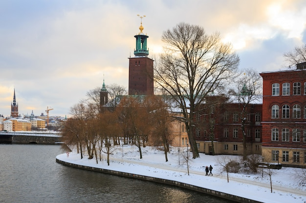 Стокгольмская ратуша в сумерках сумерки швеция Premium Фотографии