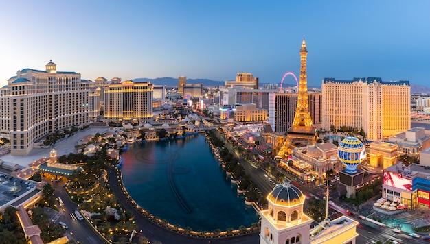 夜の空中ラスベガス Premium写真