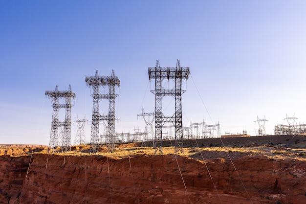 ダムの上の発電所 Premium写真