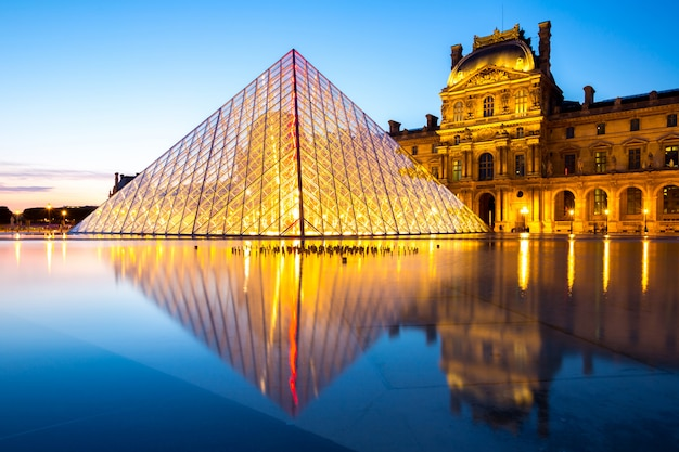 ルーヴル美術館パリ Premium写真