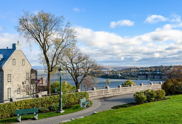 Цитадель квебека и река святого лаврентия в квебеке, канада Premium Фотографии