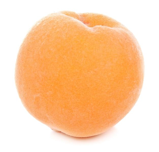 白い背景に桃 Premium写真