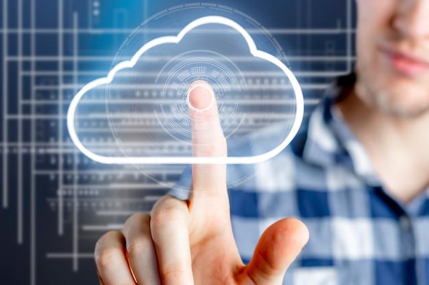 クラウドデータストレージの概念、空中浮遊雲とビジネスマンのタッチ Premium写真