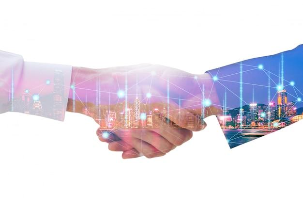 ビジネスマンのハンドシェイクとネットワーク接続グラフィック Premium写真