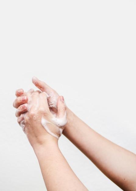 石鹸で洗う手 無料写真