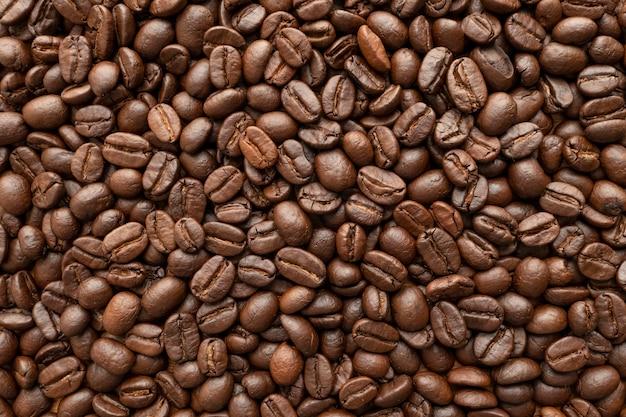 背景のコーヒー豆のロースト。閉じる。 Premium写真