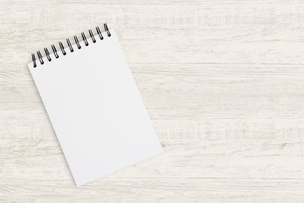 ビジネス背景の平面図。絵画、図面、木製のスケッチのための空白のノートブック Premium写真