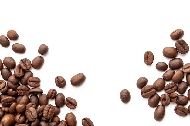 テキストのためのコピースペース領域を持つ背景の焙煎コーヒー豆。 Premium写真