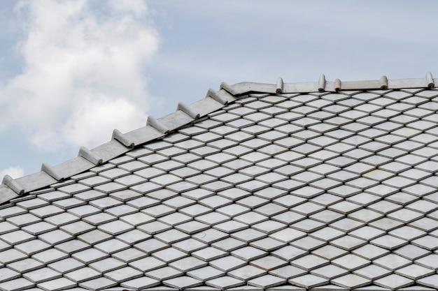 灰色の屋根とタイの空 Premium写真
