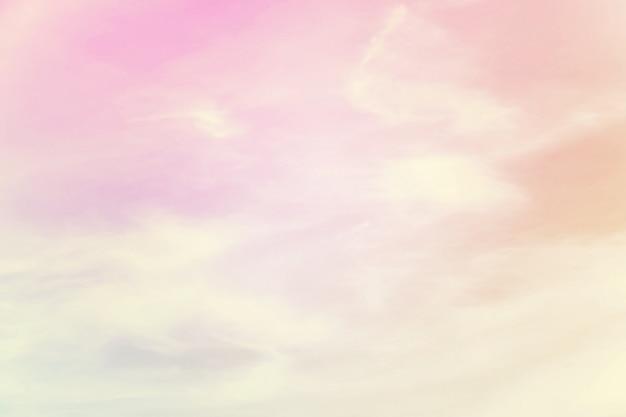 柔らかい曇りはグラデーションパステル、甘い色の抽象的な空です。 Premium写真