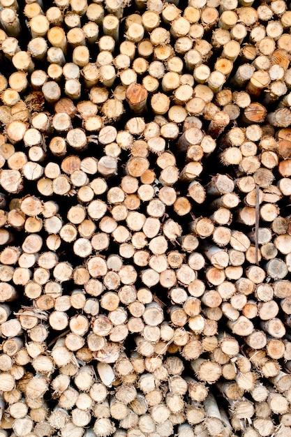 冬の暖房シーズンに備えて木材を見た Premium写真