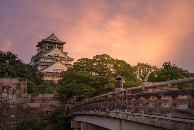 日没の大阪城 Premium写真