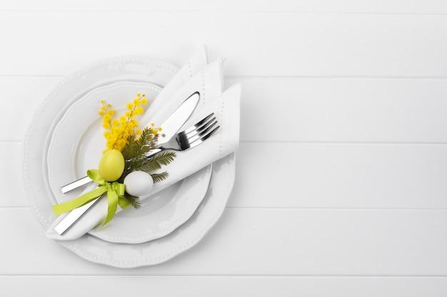 Сервировка стола весна Premium Фотографии