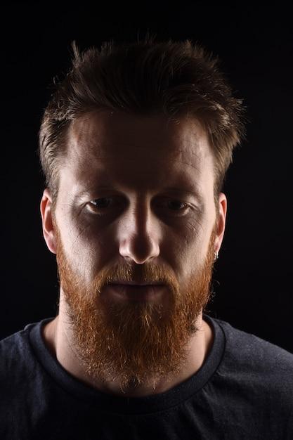 黒の男の肖像 Premium写真