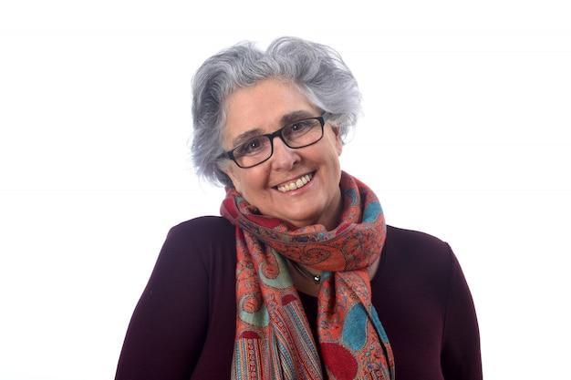 Портрет старшей женщины на белом фоне Premium Фотографии