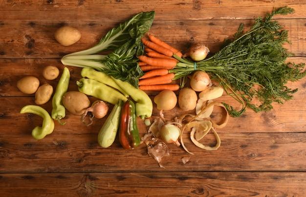 Овощной деревянный сверху Premium Фотографии