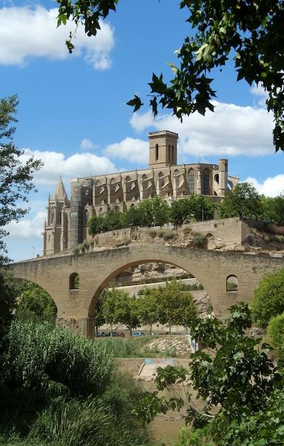 Собор ла сеу, манреса, провинция барселона, каталония, испания Premium Фотографии
