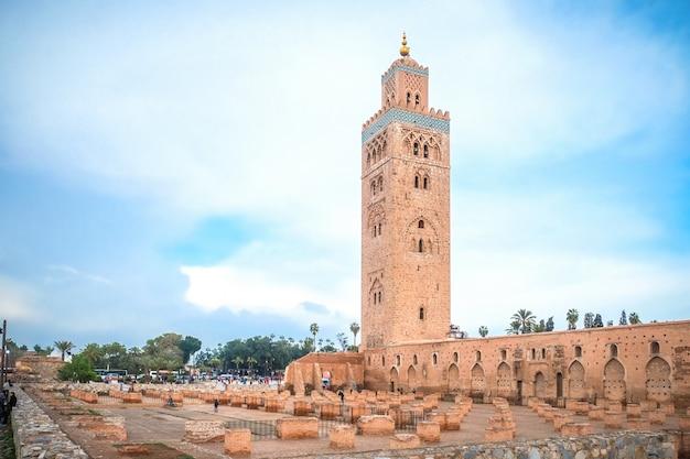 クトゥビアモスクの景色。モロッコのマラケシュ。 Premium写真