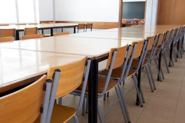 Пустая школьная столовая Premium Фотографии