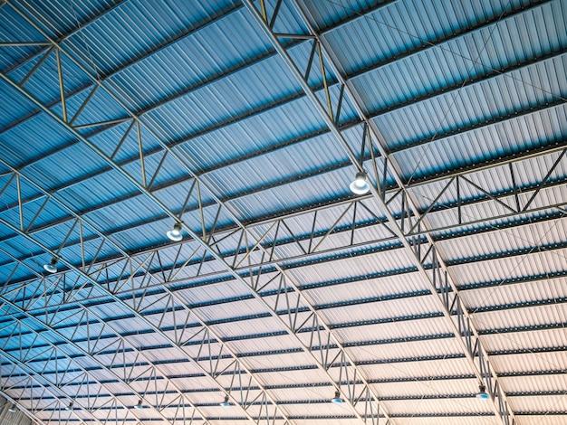 抽象的なアーキテクチャ高カラフルな青とオレンジ色の金属屋根段ボール Premium写真