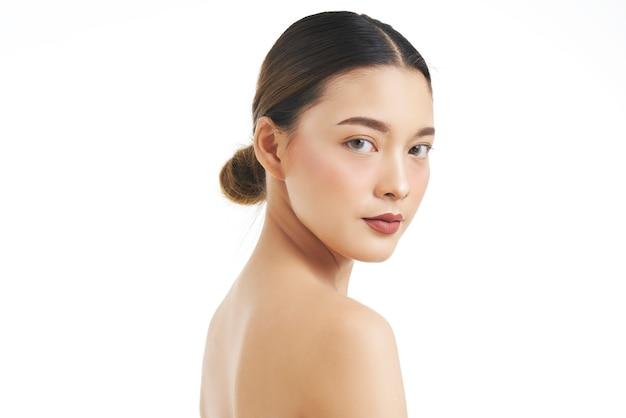 Портрет красоты женского лица с натуральной кожей. Premium Фотографии