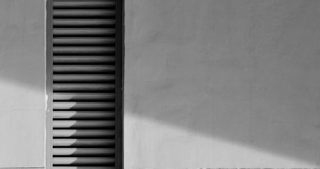 影付きのセメント壁の換気システム Premium写真