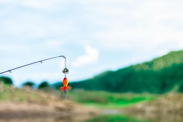 釣り針と湖のルアー。 - 釣り Premium写真