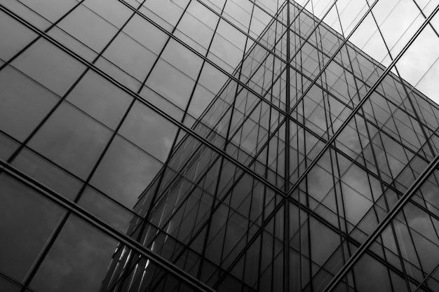 建物のジオメトリガラスウィンドウ-抽象的なアーキテクチャ Premium写真