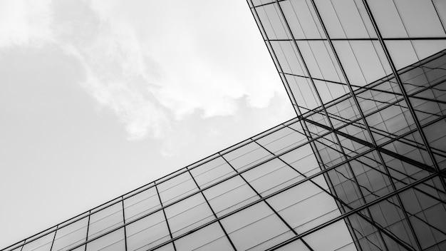 ガラス窓の幾何学のアーキテクチャの概要。 Premium写真