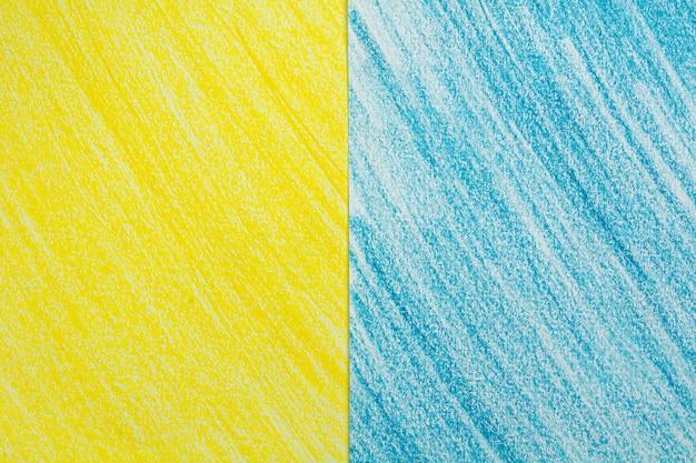 ホワイトペーパーの背景に黄色と青のストローククレヨン図面スケッチ。 Premium写真