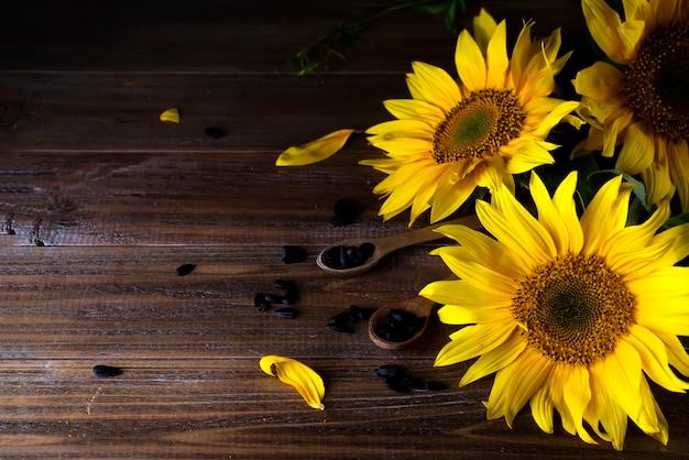 種子と黄色のひまわり Premium写真