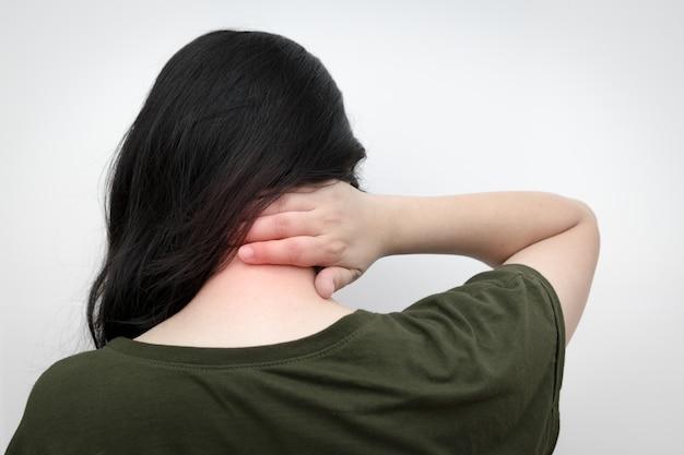 首の痛みの女性、首を手で押す Premium写真