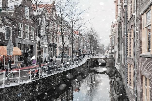 オランダのデルフト住宅街 Premium写真
