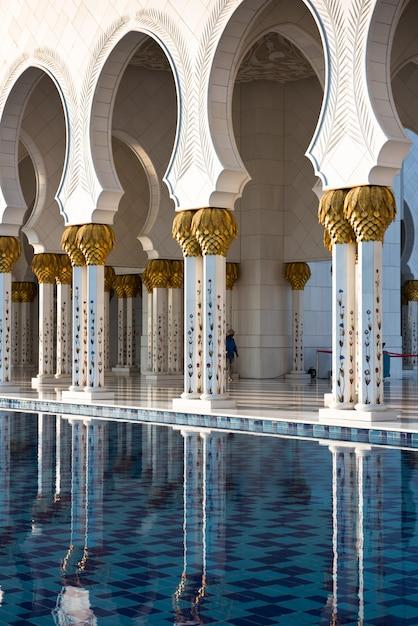 アブダビのシェイクザイードホワイトモスク Premium写真