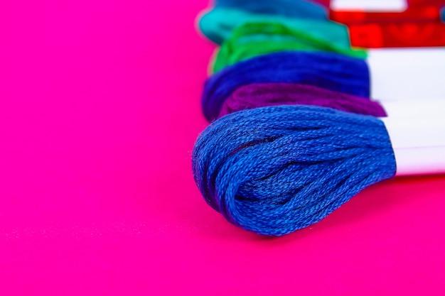 刺繍用の多色糸 Premium写真