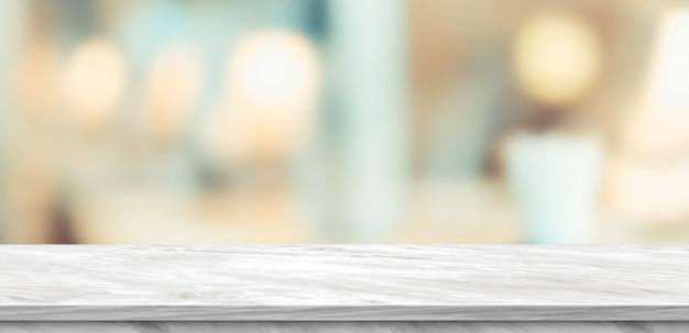 空の白い大理石のテーブルと高級レストランでぼやけて柔らかいライトテーブル Premium写真