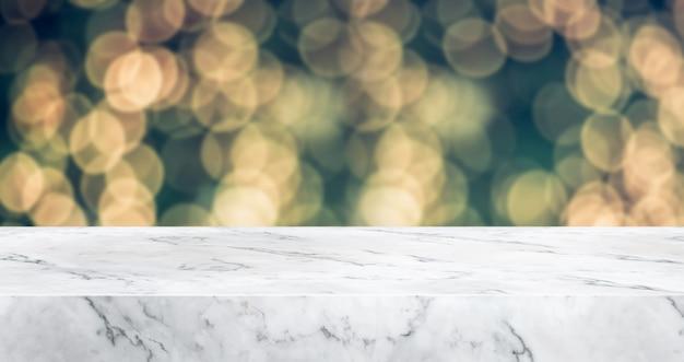 抽象的な大理石のテーブルトップぼかしクリスマスツリーの装飾ライトとボケライト、冬の休日の背景 Premium写真