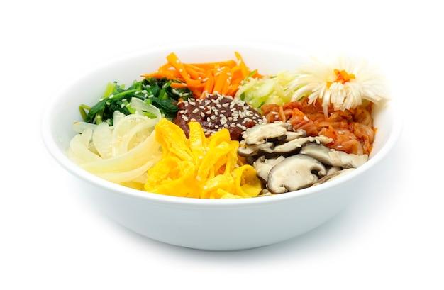 朝鮮ビビンバ(ご飯)と野菜 Premium写真
