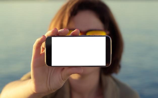 версия пожара фотоэффекты на экране телефона пустельгах, просто июль