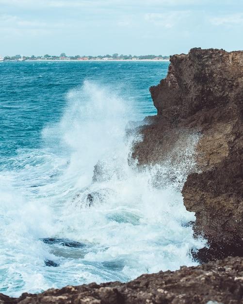 波が揺れようとしている 無料写真