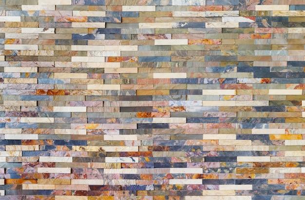 Красочные плитки из каменной стеной Premium Фотографии