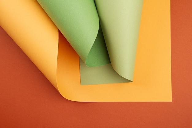 Абстрактный фон рулонных текстурированных листов бумаги разных оттенков Premium Фотографии