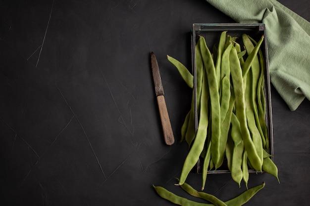 フラットインゲン。タンパク質が豊富な生野菜、健康的な食事のコンセプト Premium写真