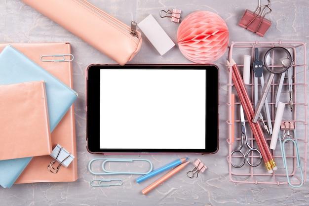 授業開始のための学用品。学校のコンセプトに戻る上面図 Premium写真
