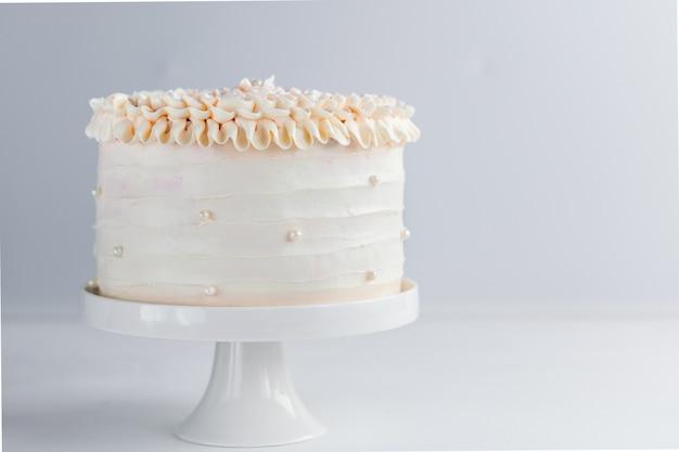 美しい誕生日ケーキ Premium写真