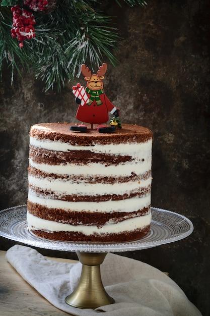クリスマスの素朴な層状ケーキ Premium写真