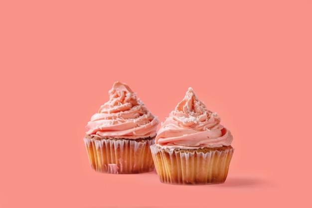バタークリームと自家製カップケーキ Premium写真